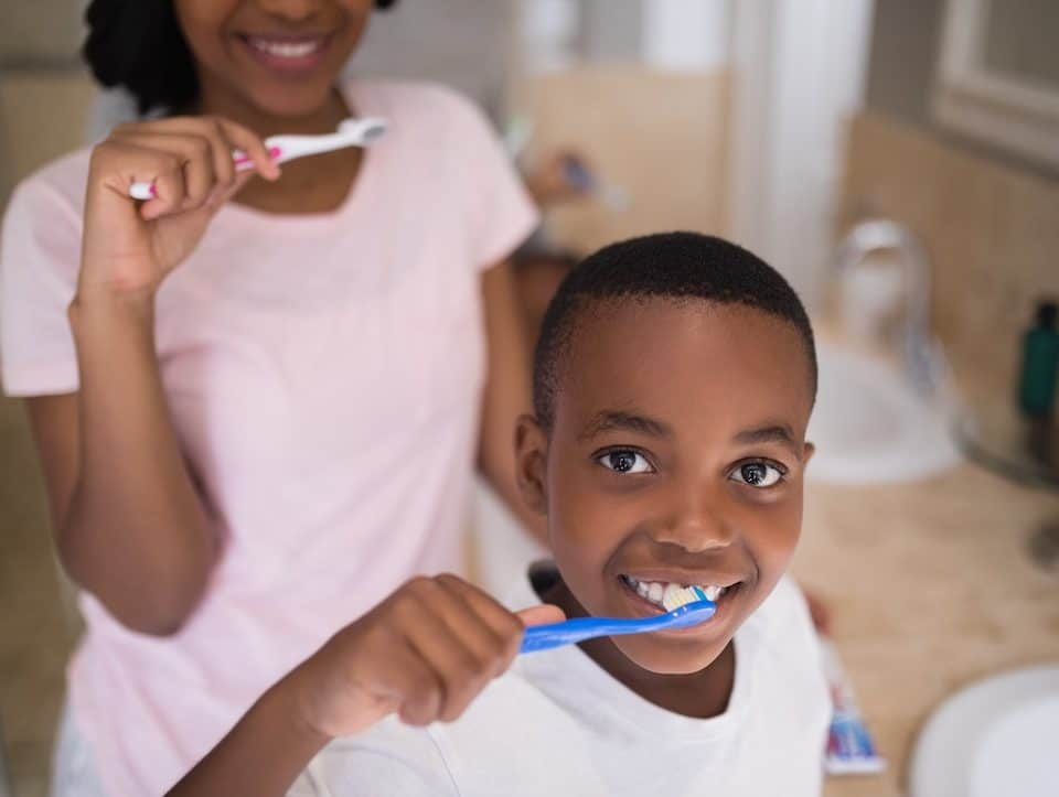 rinsing-after-brushing-your-teeth-right-or-wrong